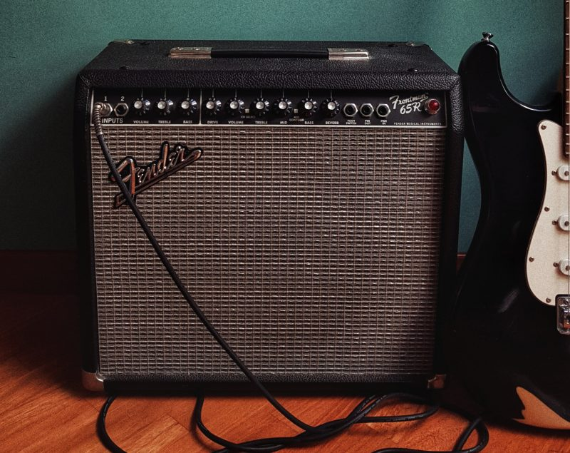 fender guitar amplifier with spring reverb tank